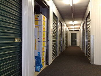 English: Corridor with self-storage units (in ...