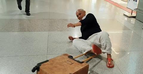 Funny Moments #13: Té sấp mặt 3 lần vì không biết cách kéo vali