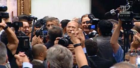 Reunião do diretório durou poucos minutos e, por aclamação, PMDB decidiu deixar base aliada do governo / Foto: reprodução TV Câmara