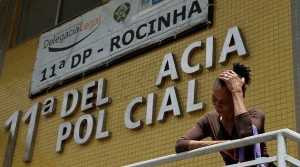 Elizabeth Silva ao registrar queixa contra Crivella na 11ª DP (Rocinha) (Crédito: Gabriel de Paiva / Ag. O Globo)