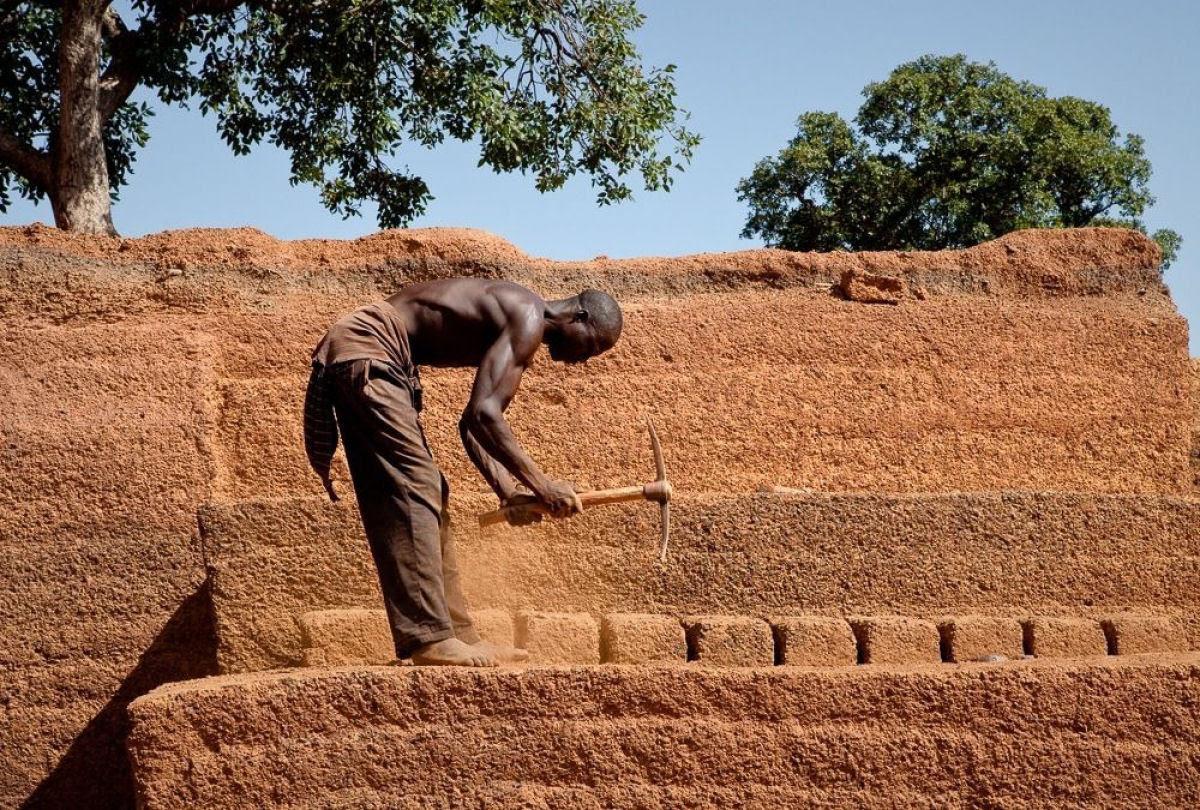 A pedreira de tijolos de Karaba em Burkina Faso 14