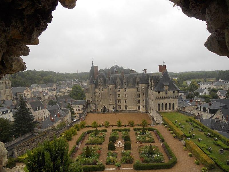 Archivo: Château de Langeais et jardin.jpg