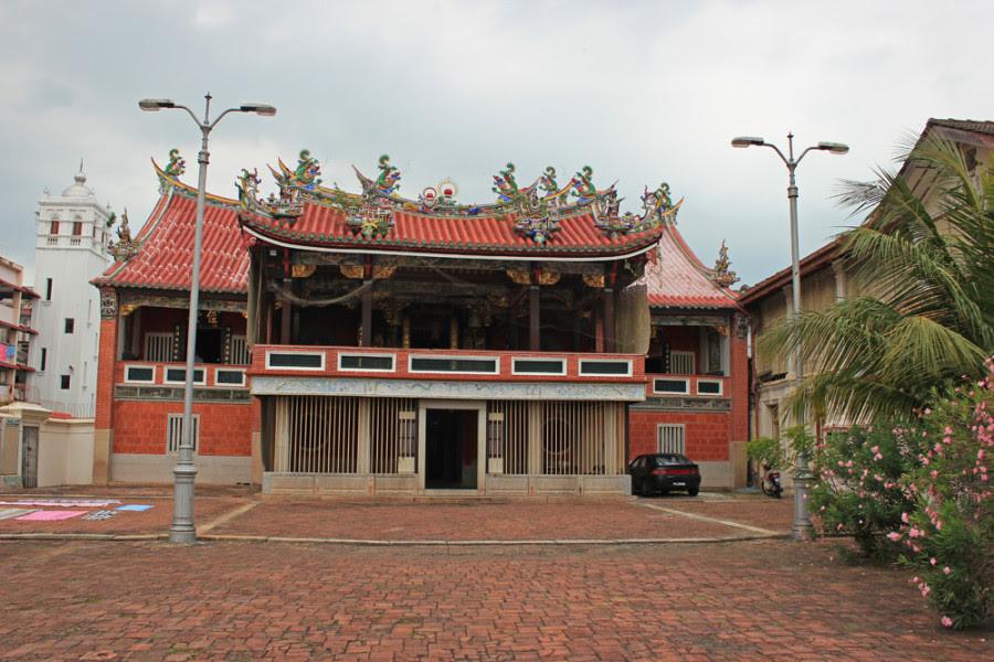 chinese kongsi clan Leong san tong khoo kongsi, chinese clan house, temple, george town, penang, malaysia khoo kongsi emblem outside the khoo clanhouse in george town in.
