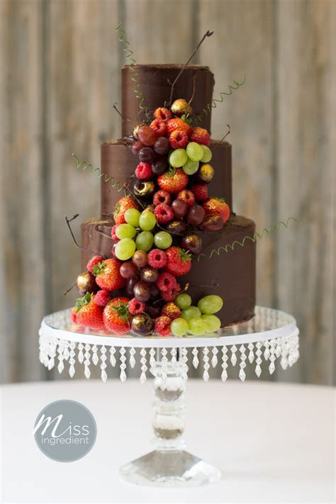 Top 10 Wedding Cake Trends for 2015: The Biggest and the