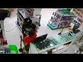 Vídeo: Ladrão invade farmácia em Teixeira, agride idosa, rouba dinheiro e celular e ainda destrói equipamentos