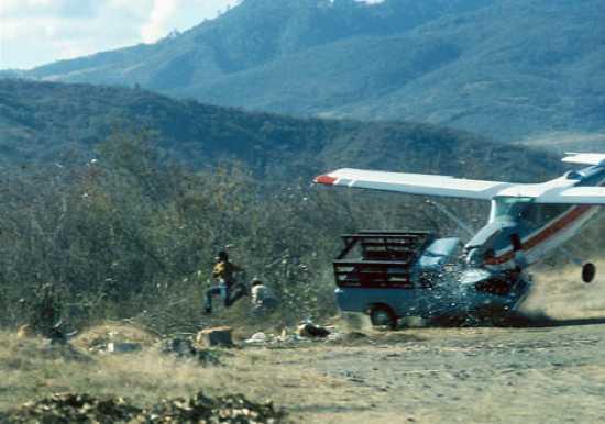 Αεροπλάνο χτυπά Φορτηγό