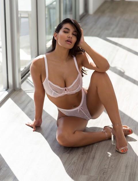 Parnia Porsche Nude - Hot 12 Pics   Beautiful, Sexiest