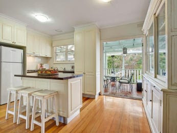 L-shaped, open plan kitchen designs with laminate