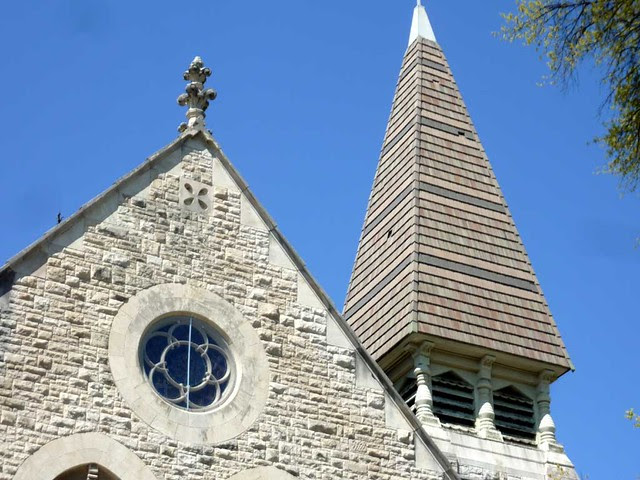 P1080699-2011-03-17-Central-Presbytrian-Church-Phoenix-Flies-East-Facade-Steeple-Urns