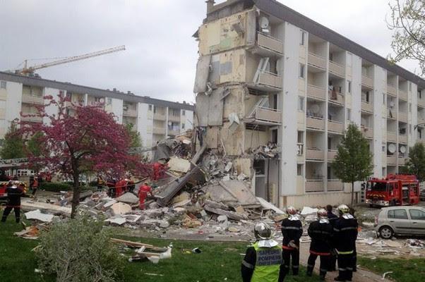 Prédio desmorona em Reims, França. Pelo menos duas pessoas morreram (Foto: CHRISTIAN LANTENOIS/EFE)