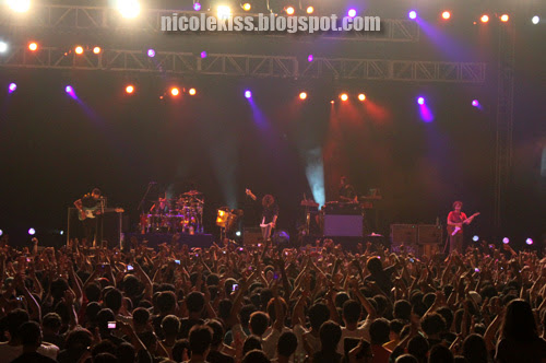 awesome crowd at incubus malaysia concert