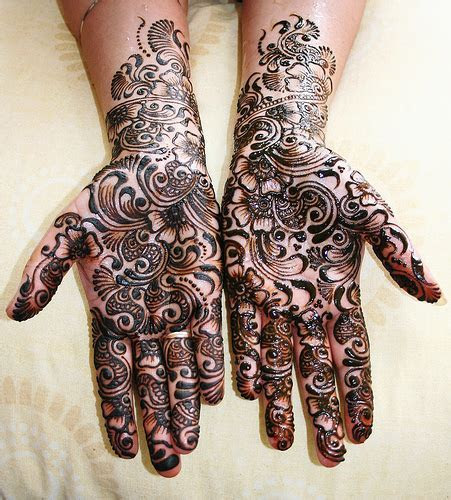 Mehndi Designs and Chura in Hindu Indian Wedding   The