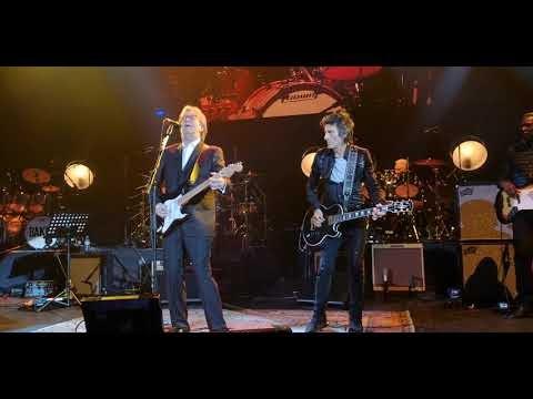 Eric Clapton reúne Roger Waters, Nile Rodgers, Ronnie Wood e Steve Winwood para homenagem a Ginger Baker; Assista vídeos!!