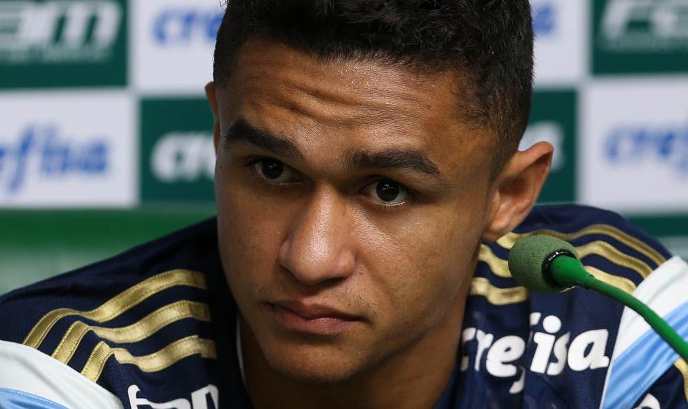 Cesar Greco/Ag Palmeiras/Divulgação _ O atacante Erik concedeu entrevista coletiva na Academia de Futebol nesta segunda-feira (21)