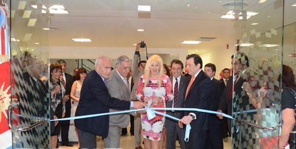 Susana llegó a Santiago del Estero y cortó las cintas del Museo del Automovil
