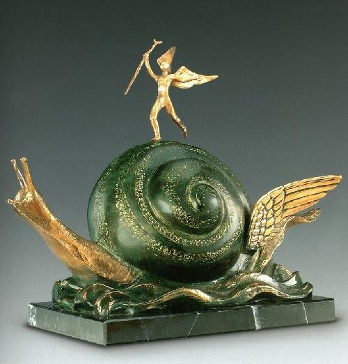 El Caracol y el Ángel.  Escultura de bronce de Salvador Dalí