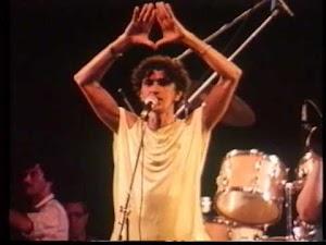 Será que eu serei o dono dessa festa? Caetano Veloso canta É hoje!!