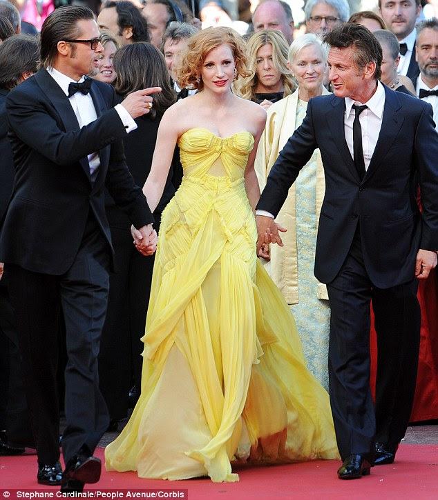 Seu grande momento: Todos os olhos estavam em Jessica quando ela se juntou a co-estrelas Sean Penn e Brad Pitt em Cannes no ano passado -, mas ela estava mais preocupada com o tropeço descer as escadas