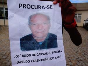 Família distribuiu fotos do taxista  (Foto: Priscilla Alves/ G1)