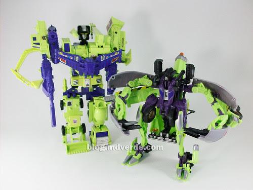 Transformers Mixmaster RotF Voyager (G1 deco)  vs Devastator G1 - modo robot