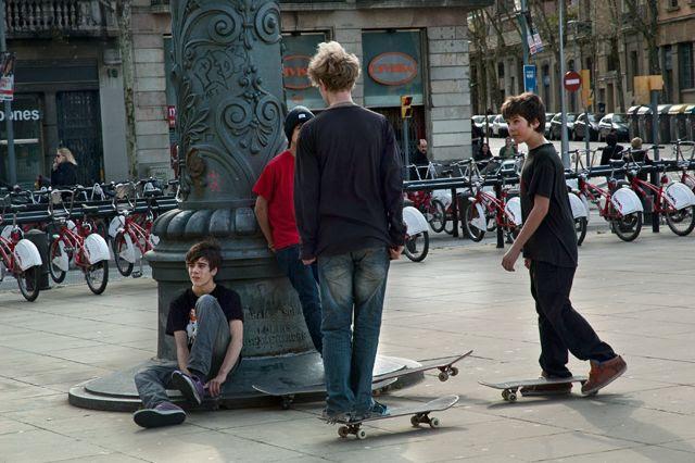 Skateboarders, Passeig de Lluis Companys, Barcelona [enlarge]