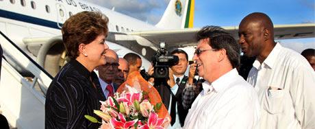 Dilma chega à sua primeira visita a Cuba