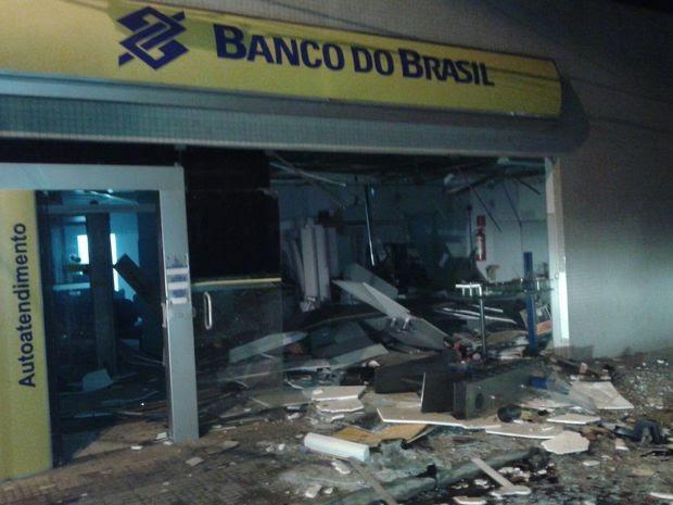 Banco do Brasil de São Domingos ficou destruído (Foto: PM/Divulgação)