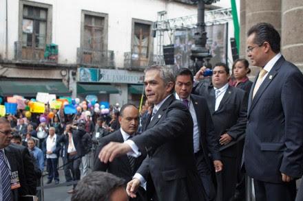 Miguel Ángel Mancera a su llegada a la ALDF. Foto: Eduardo Miranda