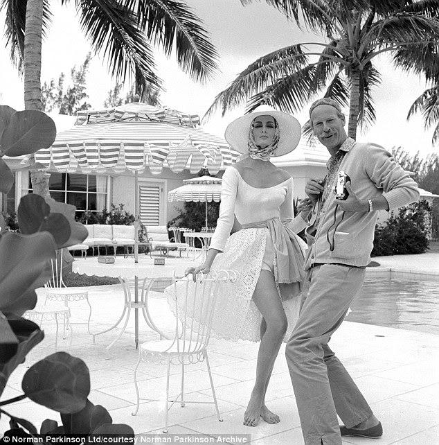 Parkinson com Orefice modelo Carmen Dell 'nas Bahamas em 1959, atirando para a Vogue