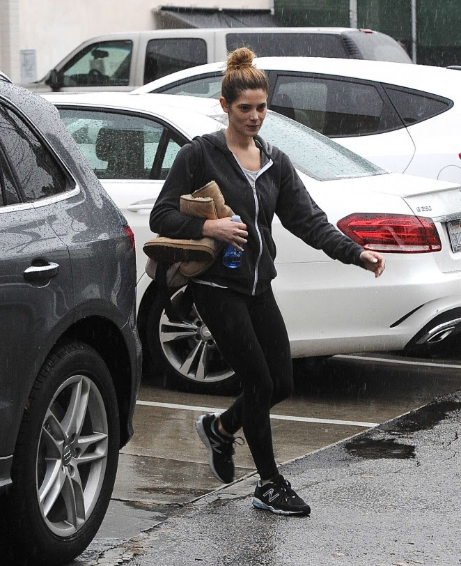 Ashley Greene: Leaving the gym -03