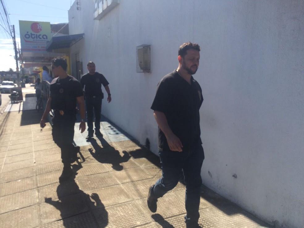 Policiais Federais cumprem mandados de prisão e de busca em Maceió (Foto: Carolina Sanches/G1)