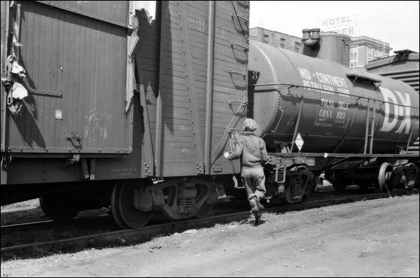 1940-iowa-Dubuque-boy-hopping-freight-train.jpg