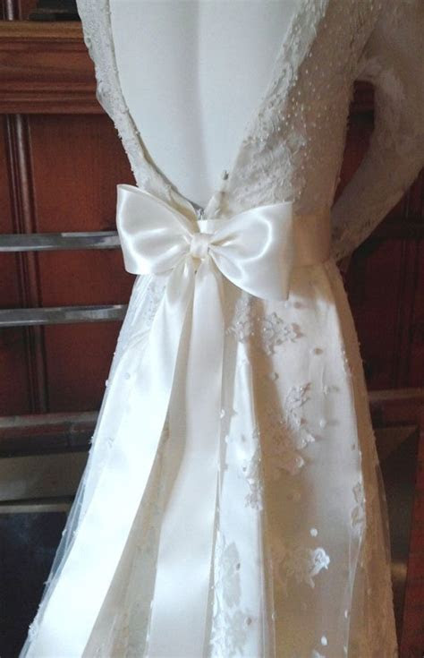 Large Bow Dress Bow, Oversized Wedding Dress Bow, Ivory