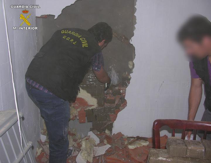 La Guardia Civil detiene a 28 integrantes de una organización dedicada al tráfico de hachís