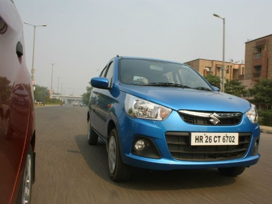 New Maruti Alto K10 vs Hyundai Eon 1.0 tracking shot