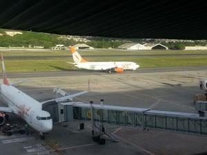Pedro Corrêa viajou em avião que saiu do finger 15 do Aeroporto do Recife (Foto: Katherine Coutinho/G1)