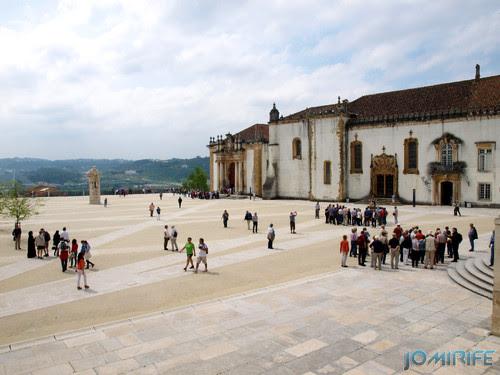 Turistas no pátio da Universidade de Coimbra - Via latina [en] Tourists in the courtyard of the University of Coimbra
