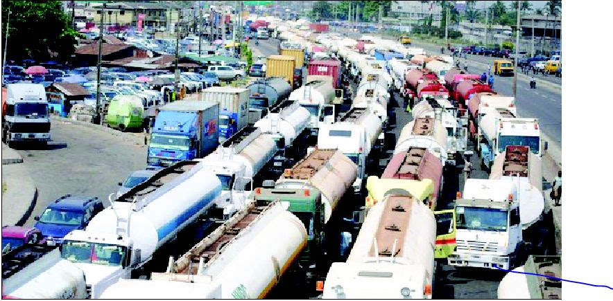 Fashola on Apapa gridlock: Stay away from Lagos now, govt orders petrol tankers, truck owners