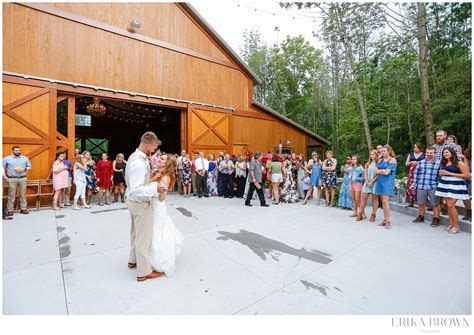 Hidden Hollow Farm   Indiana Barn Wedding Venues   Erika