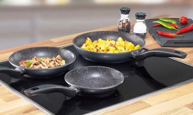 Почему еда пригорает к центру сковороды, даже несмотря на антипригарное покрытие