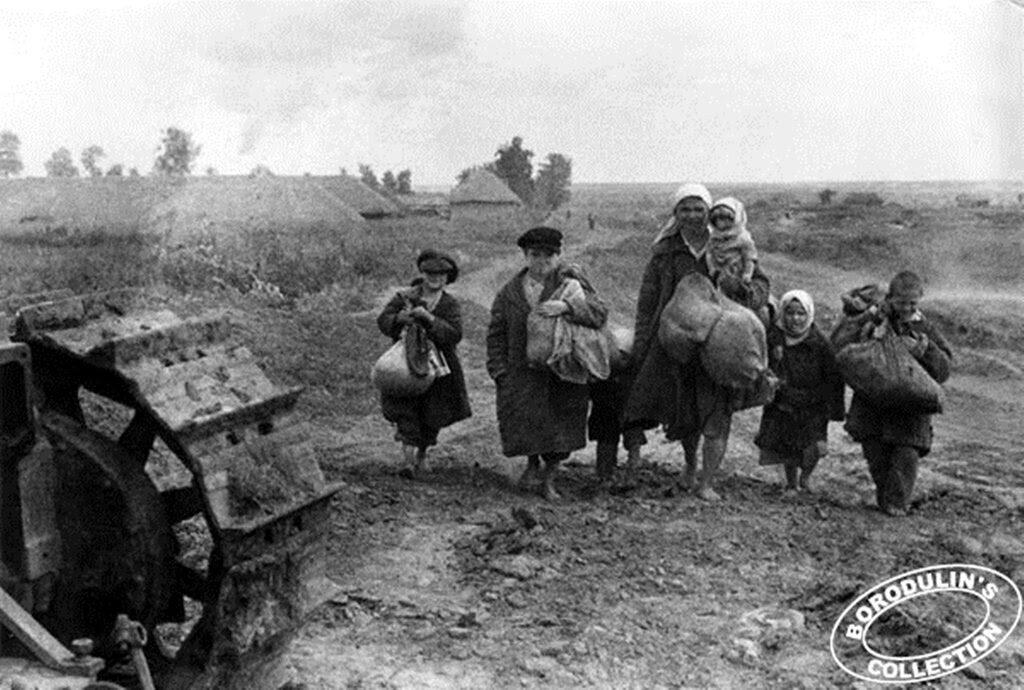 В поисках крова. Брянская область. 1943.