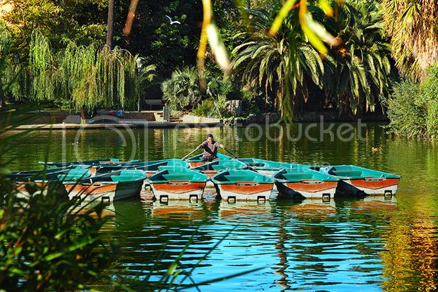 Boatman Rowing - Parc de la Ciutadella Lake, Barcelona [enlarge]