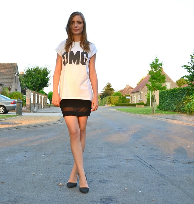 omg letter t-shirt tee topshop asos mesh panel skirt nelly heels zara inspired asymmetric fashion blogger belgium outfit black and white high heels sunset nikon D3100
