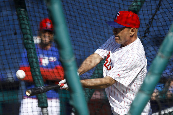 7102b40c75a507 Diehard Fan: Actor Bruce Willis throws 1st pitch in Philly