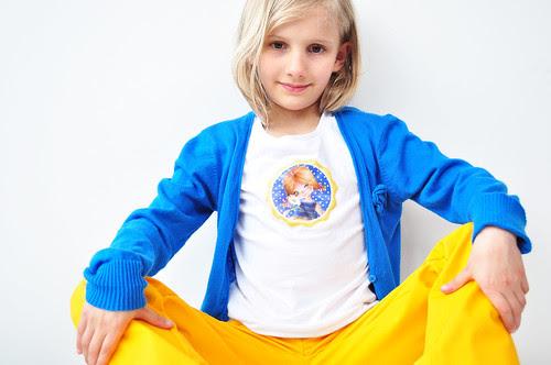 geel blauw meisje