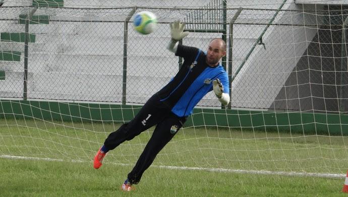 Rodrigão, goleiro do Coruripe (Foto: Leonardo Freire/GloboEsporte.com)