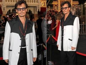 Johnny Depp apareceu de visual novo na première do filme 'Piratas do Caribe 4' (Foto: AFP / Agência)
