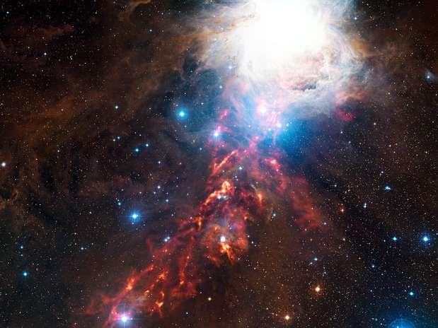 A imagem mostra apenas uma parte do complexo maior conhecido como Nuvem Molecular de Órion, na constelação de Órion Foto: ESO / Divulgação