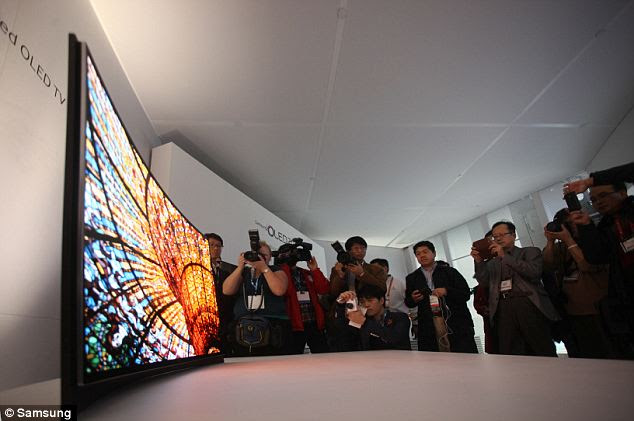 Samsung has launched its first high-resolution curved TV in South Korea before releasing it worldwide in July.