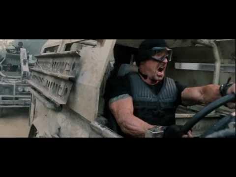 video que muestra el trailer de la película Los Mercenarios 2